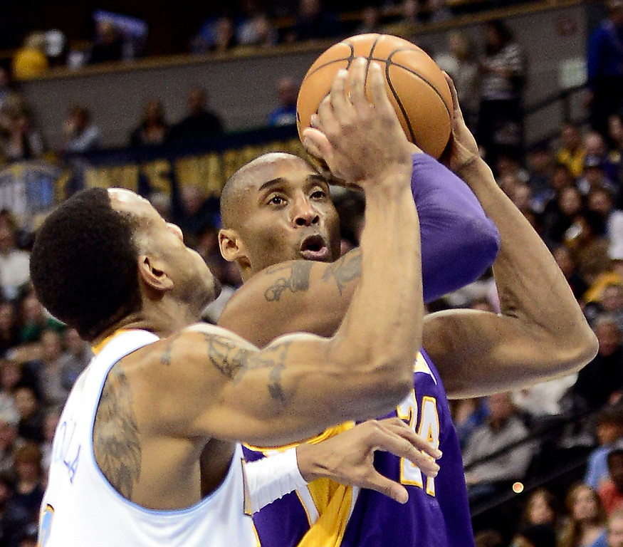 . Los Angeles Lakers Kobe Bryant (R) is pressured by Denver Nuggets Andre Iguodala (L) during their NBA basketball game in Denver, Colorado February 25, 2013.   REUTERS/Mark Leffingwell