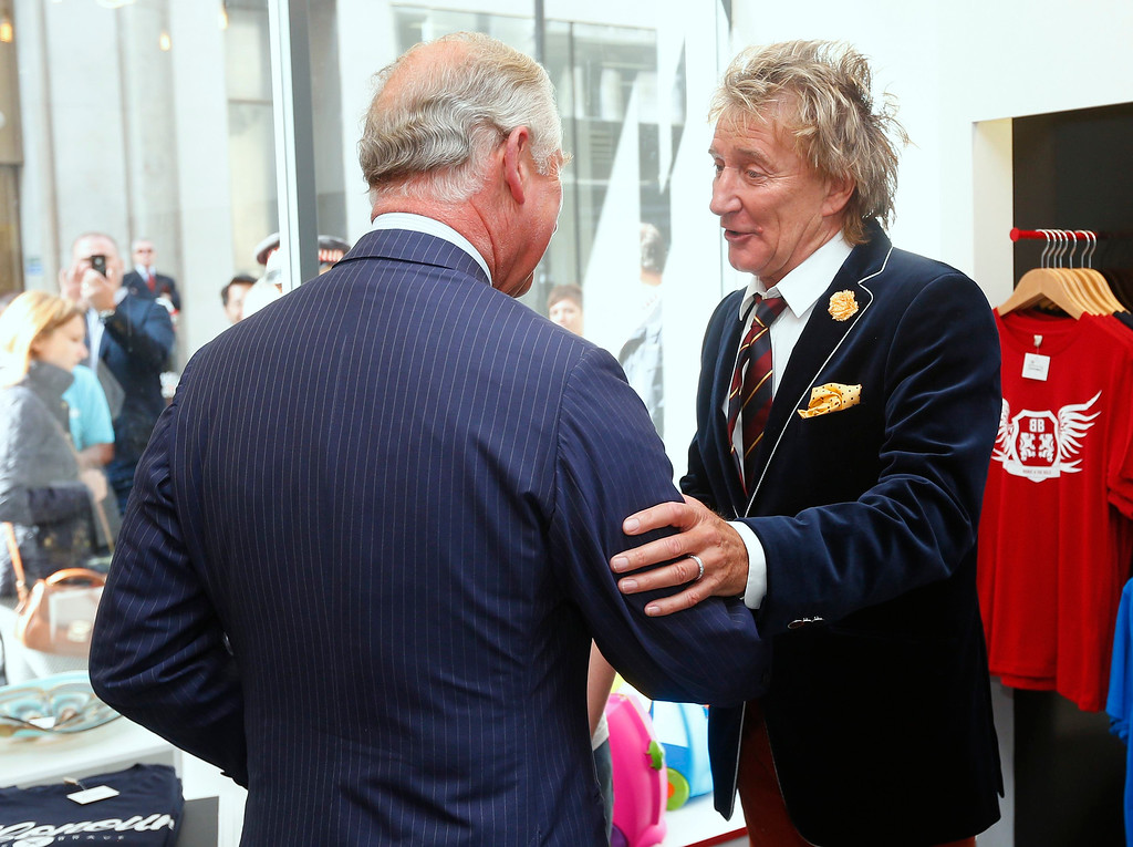 . Rod Stewart (R) apologises to Prince Charles, Prince of Wales after arriving late for the opening of The Prince\'s trust \'Tomorrow\'s Shop\' on September 10, 2013 in London, England. (Photo by Andrew Winning - WPA Pool/Getty Images)