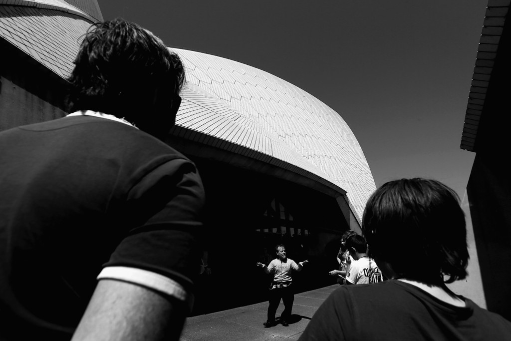 . A tour guide talks to tourists at the Sydney Opera House on September 26, 2013 in Sydney, Australia.  (Photo by Cameron Spencer/Getty Images)