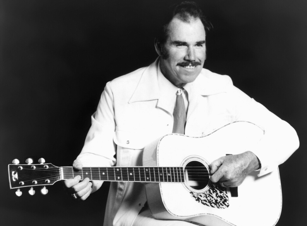 . This undated file photo shows country singer Slim Whitman. Whitman died Wednesday, June 19, 2013 of heart failure in Florida. He was 90. (AP Photo, file)