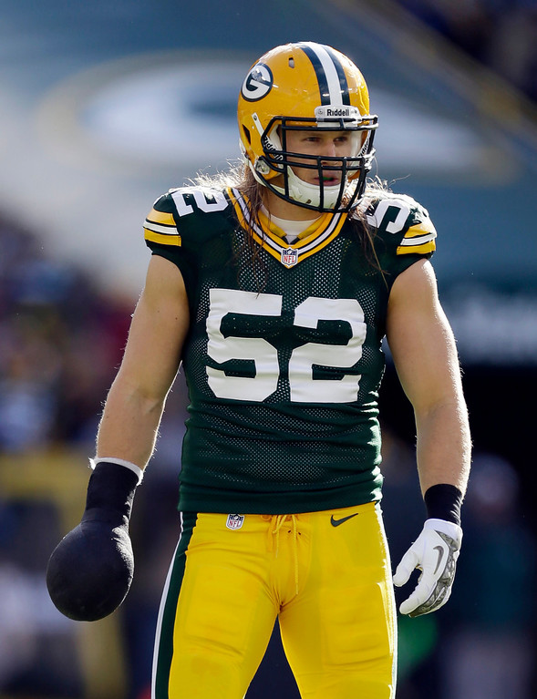 . Green Bay Packers\' Clay Matthews wears a club on his hand during the first half of an NFL football game against the Philadelphia Eagles Sunday, Nov. 10, 2013, in Green Bay, Wis. (AP Photo/Mike Roemer)