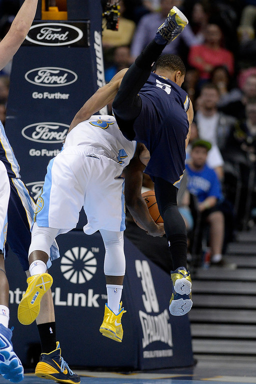 . Memphis Grizzlies guard Courtney Lee (5) fouls Denver Nuggets guard Ty Lawson (3) during the fourth quarter of the Grizzlies\' 94-92 win. (Photo by AAron Ontiveroz/The Denver Post)