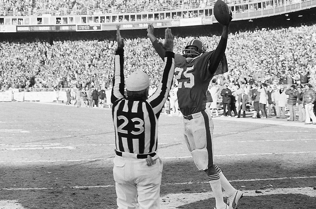 . Haven Moses of the Denver Broncos holds the ball high as he scores his second touchdown of the 20-17 victory over the Oakland Raiders in the AFC Championship game, which sends the Broncos to the Super Bowl on Jan. 1, 1978 in Denver. (AP Photo)