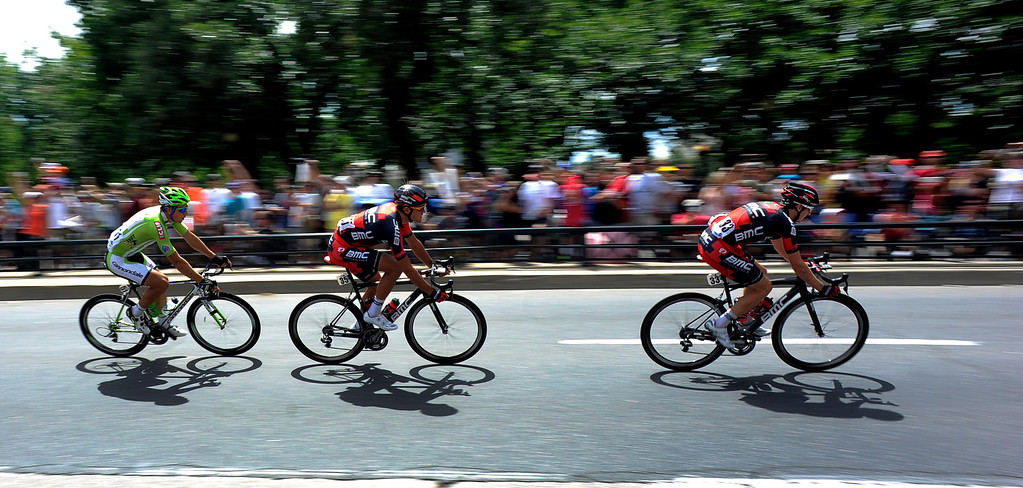 . Riders head in to a turn on Colfax Ave. during the final stage in the USA Pro Cycle Challenge as it makes it way through downtown Denver August 25, 2013. Aspen\'s Tejay van Garderen won the 3rd annual Pro Cycle Challenge. (Photo by John Leyba/The Denver Post)