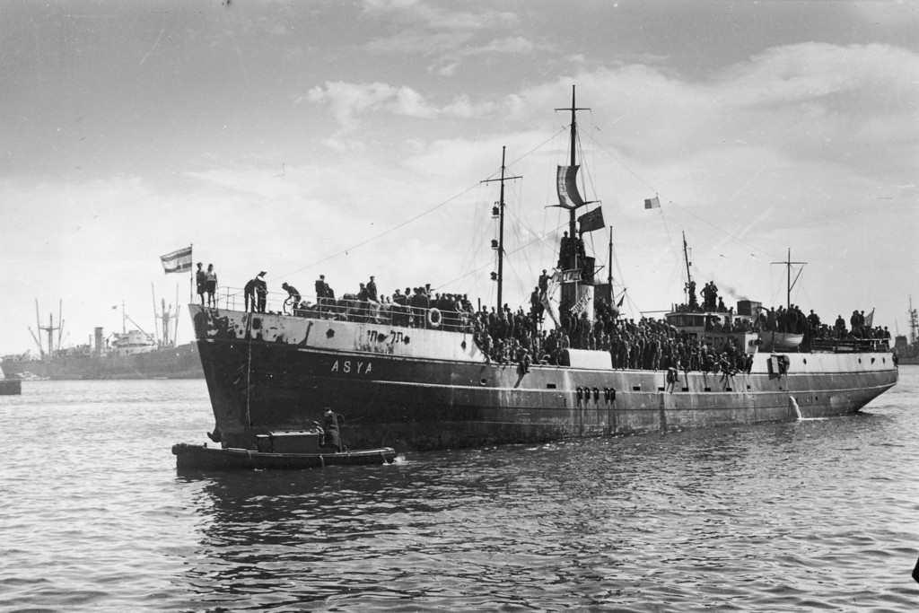 . April 1946:  The ship \'Asya\', which had been renamed the \'Tel Hai\', landing in Haifa. The ship is carrying survivors from the concentration camps at  Dachau, Auschwitz, Bergenbelsen and Buchenwald.  (Photo by Dr Ernst Aschner/Keystone/Getty Images)
