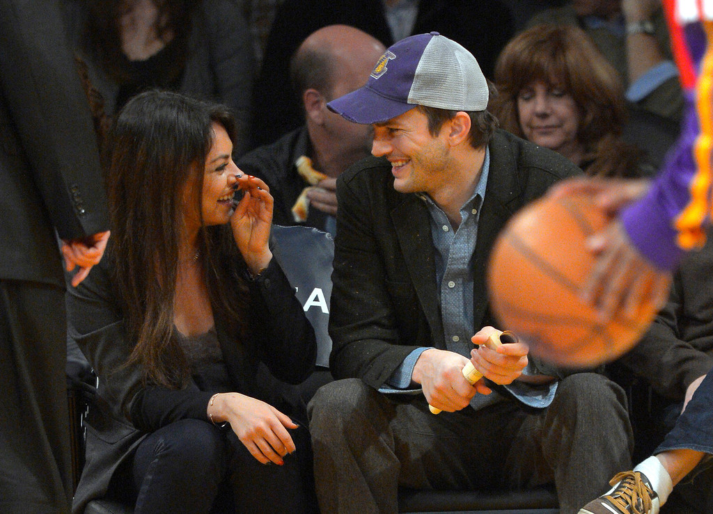 . Actors Mila Kunis and Ashton Kutcher talk prior to the Los Angeles Lakers\' NBA basketball game against the Utah Jazz, Friday, Jan. 3, 2014, in Los Angeles. (AP Photo/Mark J. Terrill)