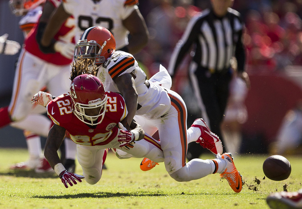 . Wide receiver Dexter McCluster #22 of the Kansas City Chiefs is tackled by cornerback Buster Skrine #22 of the Cleveland Browns during the game at Arrowhead Stadium on October 27, 2013 in Kansas City, Missouri. (Photo by David Welker/Getty Images)