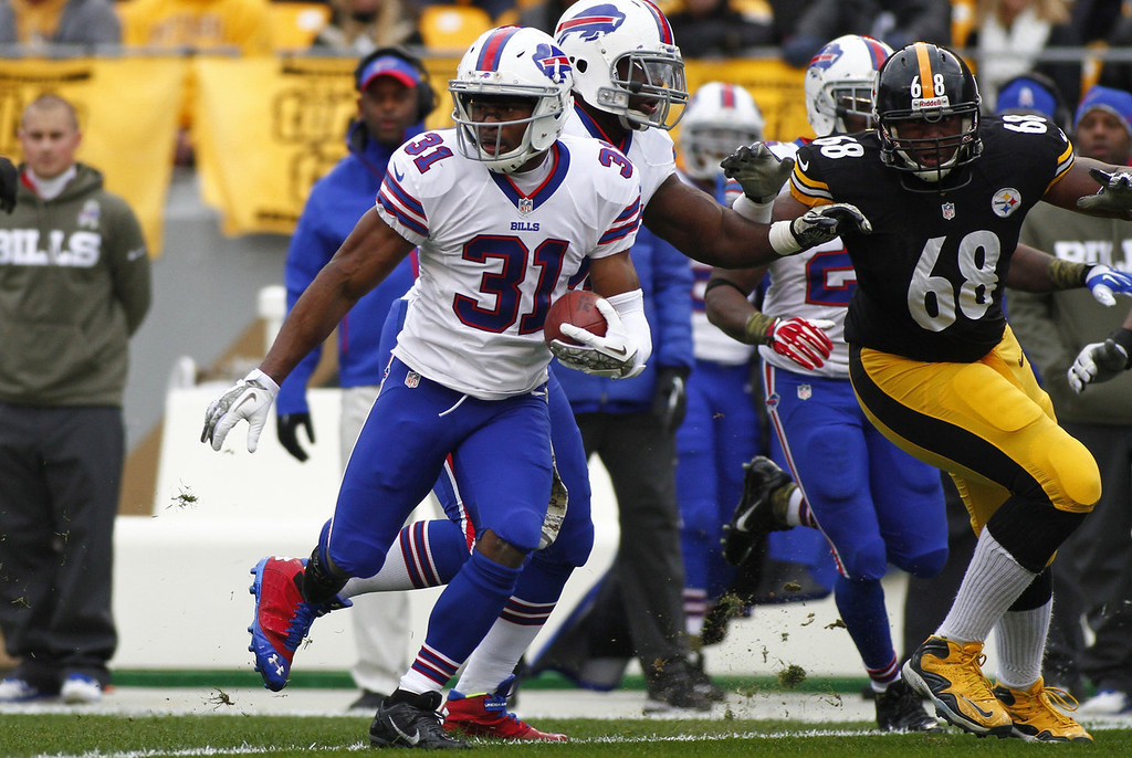 . Jairus Byrd #31 of the Buffalo Bills runs after catching an interception in the first half against the Pittsburgh Steelers during the game on November 10, 2013 at Heinz Field in Pittsburgh, Pennsylvania.  (Photo by Justin K. Aller/Getty Images)