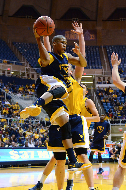 . West Virginia\'s Gary Browne passes during the NCAA college basketball team\'s scrimmage, Friday, Oct. 18, 2013, in Morgantown, W.Va. (AP Photo/Andrew Ferguson)