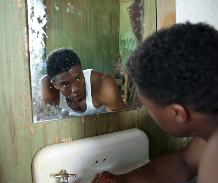 ". CHADWICK BOSEMAN as Jackie Robinson in Warner Bros. Pictures� and Legendary Pictures� drama �""42\"" a Warner Bros. Pictures release."