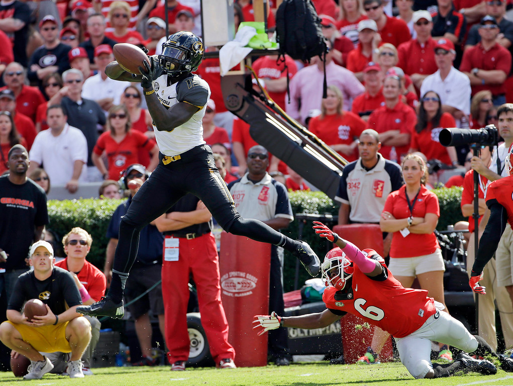 . Missouri\'s Dorial Green-Beckham,l eft, makes a catch as Georgia\'s Shaq Williams defends during the second half of an NCAA college football game Saturday, Oct. 12, 2013, in Athens, Ga. Missouri won 41-26. (AP Photo/John Bazemore)