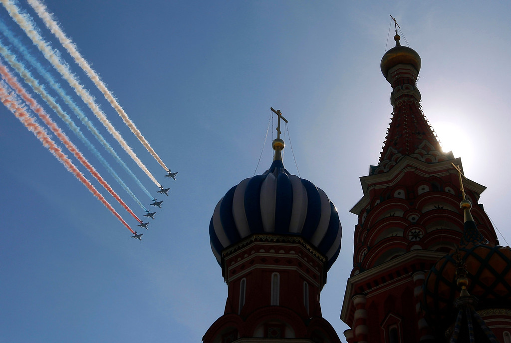 . A formation of jets fly over St. Basil\'s Cathedral during the Victory Parade in Moscow May 9, 2013. Russia commemorates the 68th anniversary of the Soviet Union\'s victory over Nazi Germany on May 9. REUTERS/Maxim Shemetov