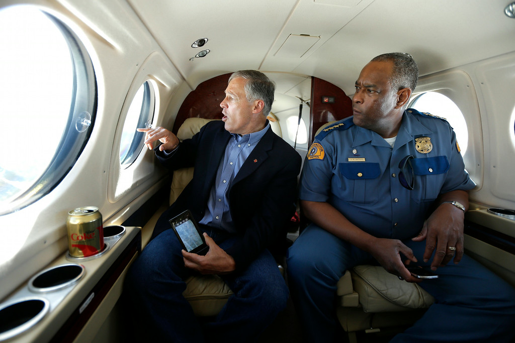 . Washington Gov. Jay Inslee, left, and Washington State Patrol Chief John Batiste, right, view the Chiwaukum Creek Fire near Leavenworth, Wash., from the air, Friday, July 18, 2014. (AP Photo/Ted S. Warren)