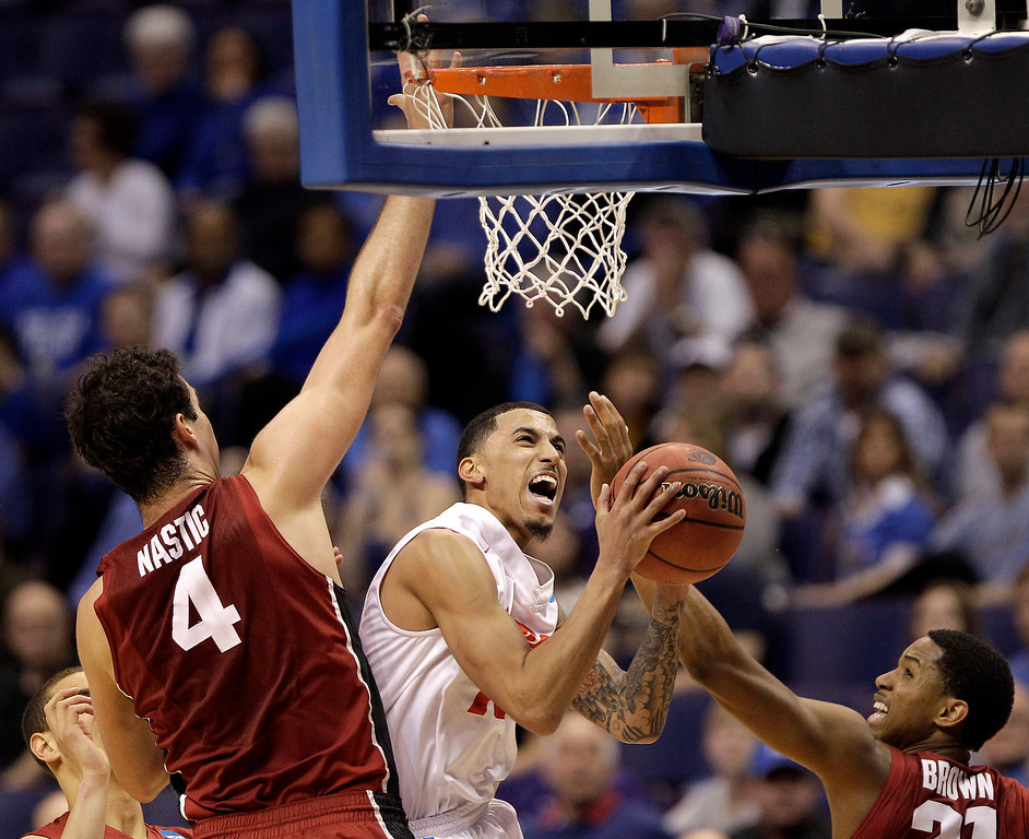 . New Mexico\'s Kendall Williams, center, tries to shoot under pressure from Stanford\'s Stefan Nastic (4) and Anthony Brown during the second half of a second-round game in the NCAA college basketball tournament, Friday, March 21, 2014, in St. Louis. Stanford won the game 58-53. (AP Photo/Charlie Riedel)