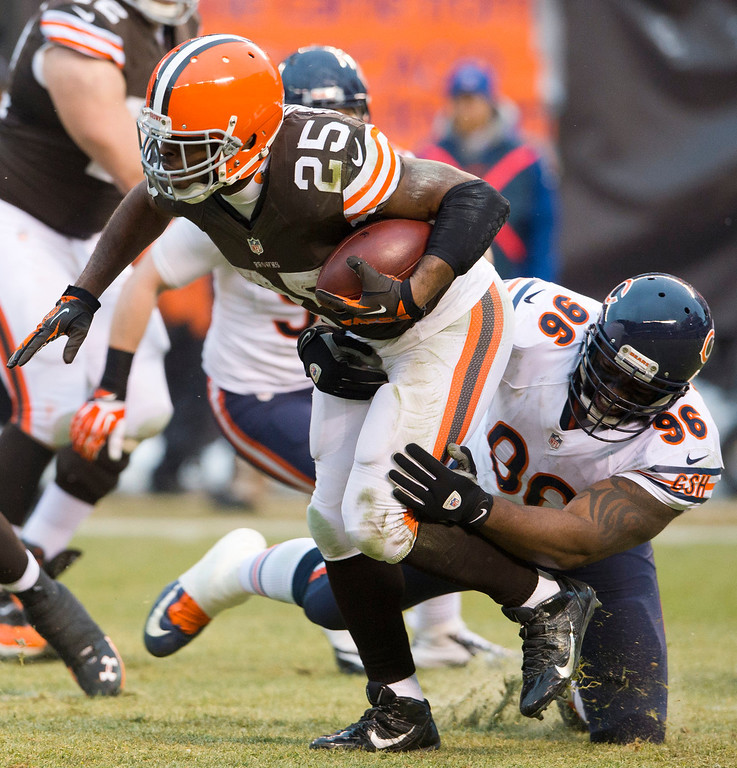 . Running back Chris Ogbonnaya #25 of the Cleveland Browns is stopped by nose tackle Jeremiah Ratliff #96 of the Chicago Bears during the second half at FirstEnergy Stadium on December 15, 2013 in Cleveland, Ohio. The Bears defeated the Browns 38-31. (Photo by Jason Miller/Getty Images)
