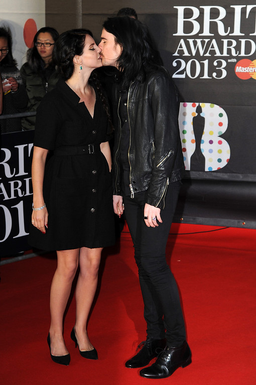 . Lana Del Ray and boyfriend Barrie James O\'Neil kiss on the red carpet at the Brit Awards 2013 at the 02 Arena on February 20, 2013 in London, England.  (Photo by Eamonn McCormack/Getty Images)