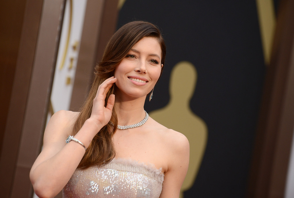 . Jessica Biel arrives at the Oscars on Sunday, March 2, 2014, at the Dolby Theatre in Los Angeles.  (Photo by Jordan Strauss/Invision/AP)