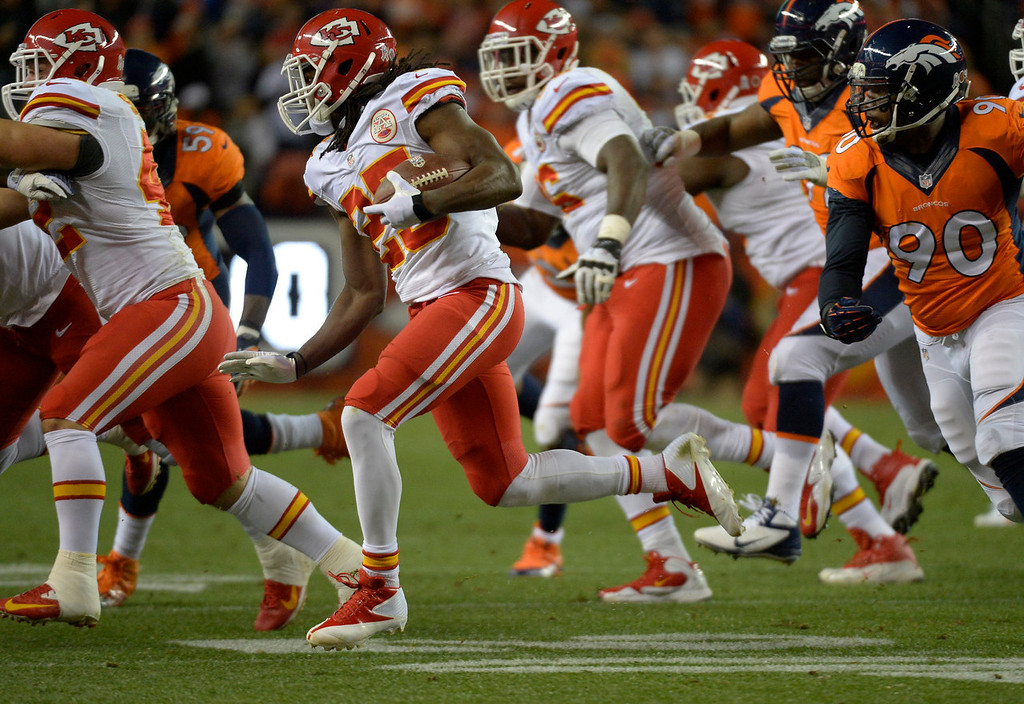 . Kansas City Chiefs running back Jamaal Charles (25) makes a run in the first quarter. The Denver Broncos take on the Kansas City Chiefs at Sports Authority Field at Mile High in Denver on November 17, 2013. (Photo by John Leyba/The Denver Post)