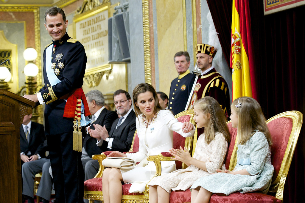 . King Felipe VI of Spain (L) attends along side Queen Letizia of Spain, Princess Leonor, Princess of Asturias and Princess Sofia of Spain during his inauguration at the Parliament (Congreso de los Diputados) on June 19, 2014 in Madrid, Spain.  (Photo by Juan Naharro Gimenez/Getty Images)