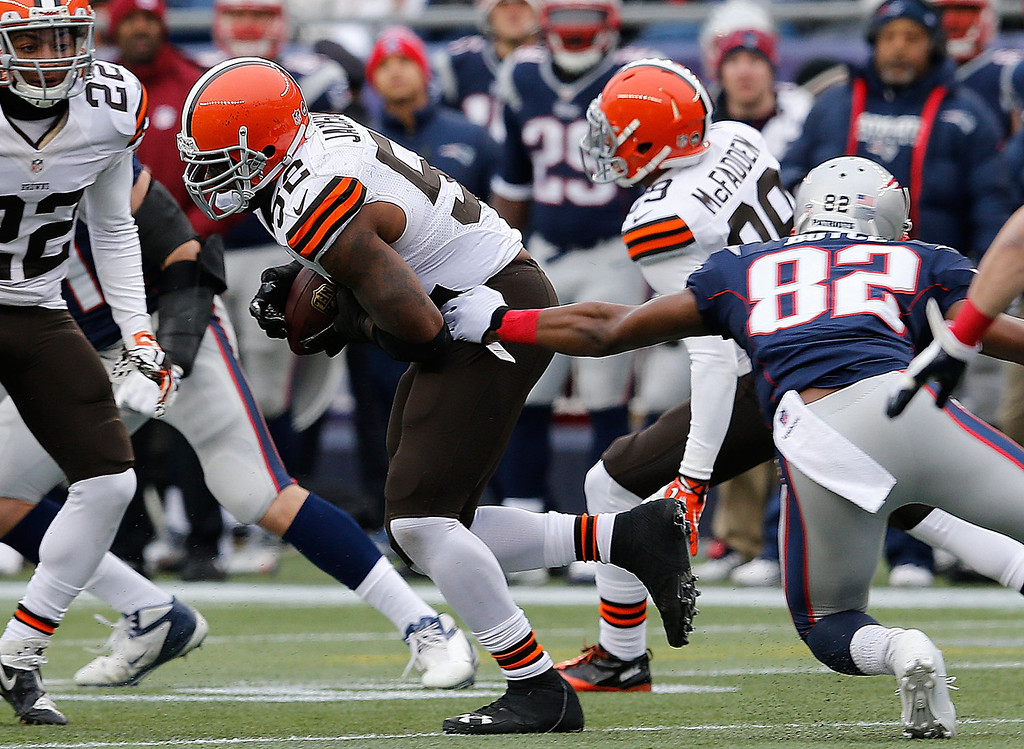 . D\'Qwell Jackson #52 of the Cleveland Browns intercepts a pass in the first half during a game the New England Patriots at Gillette Stadium on December 8, 2013 in Foxboro, Massachusetts. (Photo by Jim Rogash/Getty Images)