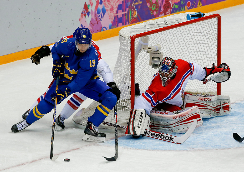 . Sweden forward Nicklas Backstrom tries to wrap the puck around the goal against Czech Republic goaltender Jakub Kovar in the first period of a men\'s ice hockey game at the 2014 Winter Olympics, Wednesday, Feb. 12, 2014, in Sochi, Russia. (AP Photo/Julio Cortez)