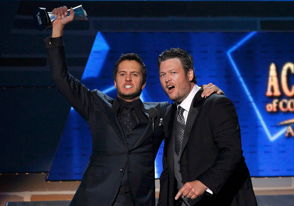 . Luke Bryan (L) celebrates with Blake Shelton after winning the award for entertainer of the year at the 48th ACM Awards in Las Vegas April 7, 2013. REUTERS/Mario Anzuoni