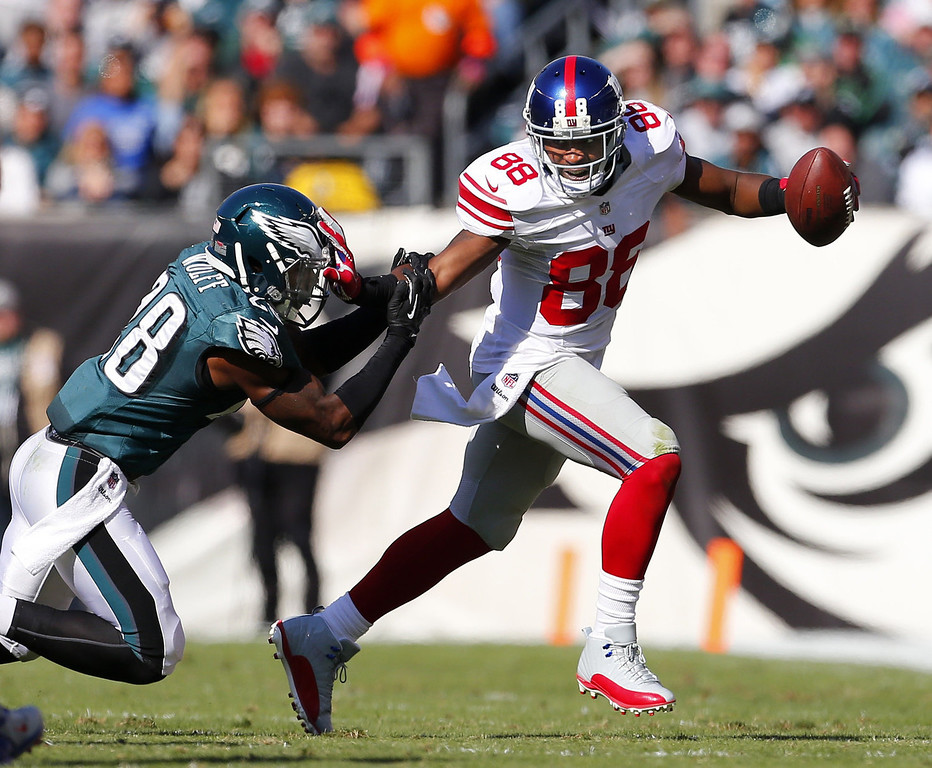 . Wide receiver Hakeem Nicks #88 of the New York Giants pushes off safety Earl Wolff #28 of the Philadelphia Eagles after making a catch during the second quarter of a game at Lincoln Financial Field on October 27, 2013 in Philadelphia, Pennsylvania. Vick recovered the fumble. (Photo by Rich Schultz /Getty Images)