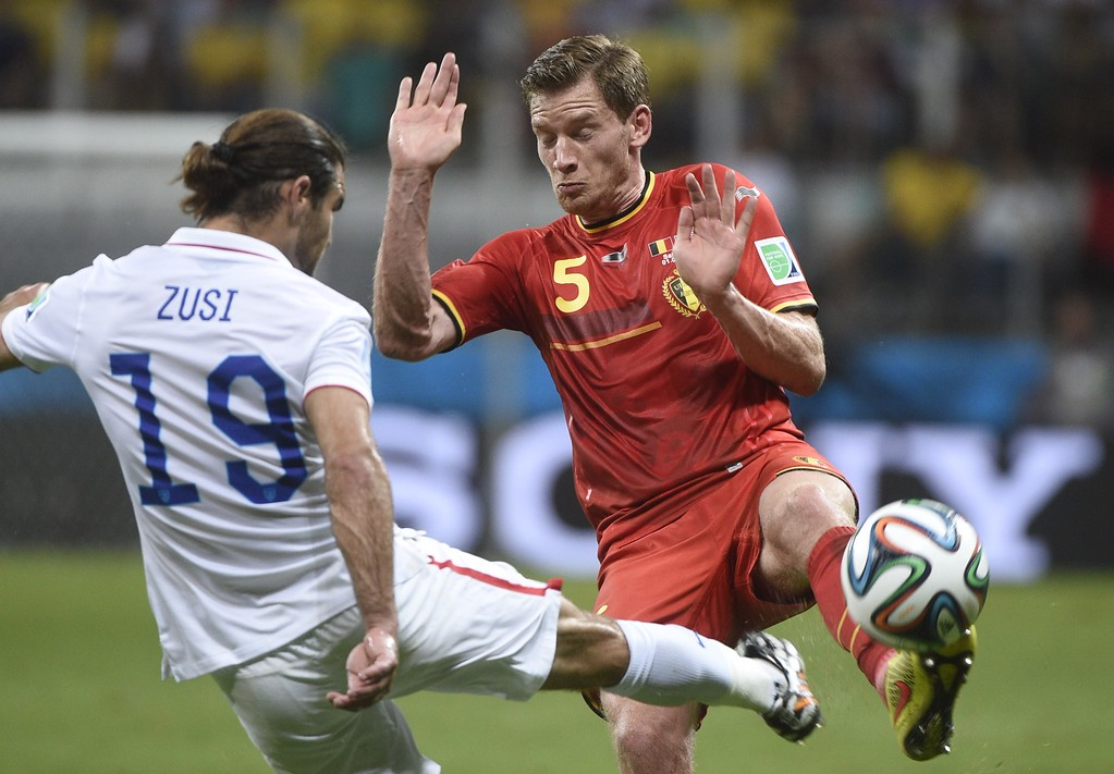 . US midfielder Graham Zusi (L) vies with Belgium\'s defender Jan Vertonghen during a Round of 16 football match between Belgium and USA at Fonte Nova Arena in Salvador during the 2014 FIFA World Cup on July 1, 2014. AFP PHOTO / MARTIN BUREAU/AFP/Getty Images