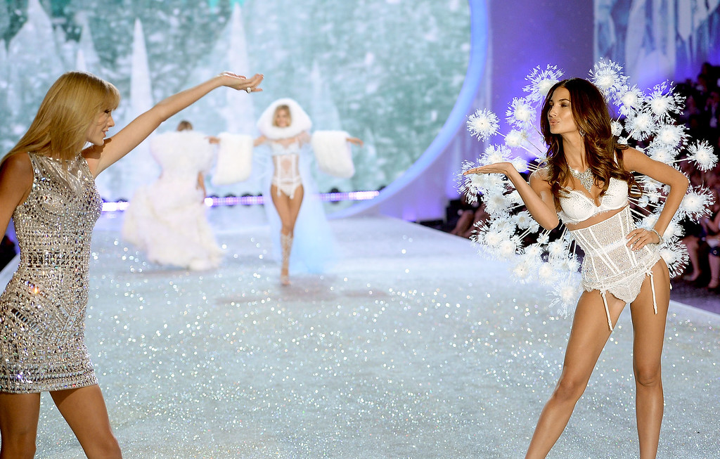 . Singer Taylor Swift (L) performs and model Lily Aldridge walks the runway at the 2013 Victoria\'s Secret Fashion Show at Lexington Avenue Armory on November 13, 2013 in New York City.  (Photo by Dimitrios Kambouris/Getty Images for Victoria\'s Secret)