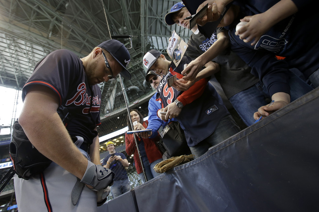. Freddie Freeman #5 of the Atlanta Braves signs some autographs before the game against the Milwaukee Brewers during Opening Day at Miller Park on March 31, 2014 in Milwaukee, Wisconsin. (Photo by Mike McGinnis/Getty Images)