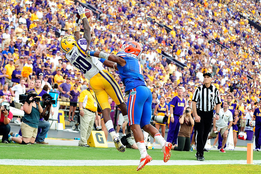 . Vernon Hargreaves III #1 of the Florida Gators defends a pass intended for Jarvis Landry #80 of the LSU Tigers during a game at Tiger Stadium on October 12, 2013 in Baton Rouge, Louisiana.  LSU won the game 17-6.  (Photo by Stacy Revere/Getty Images)