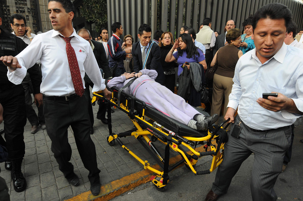. An injured person is transported on a stretcher the headquarters of state oil giant Pemex in Mexico City January 31, 2013. An explosion rocked the Mexico City headquarters of Pemex on Thursday, killing at least 14. REUTERS/Alejandro Dias