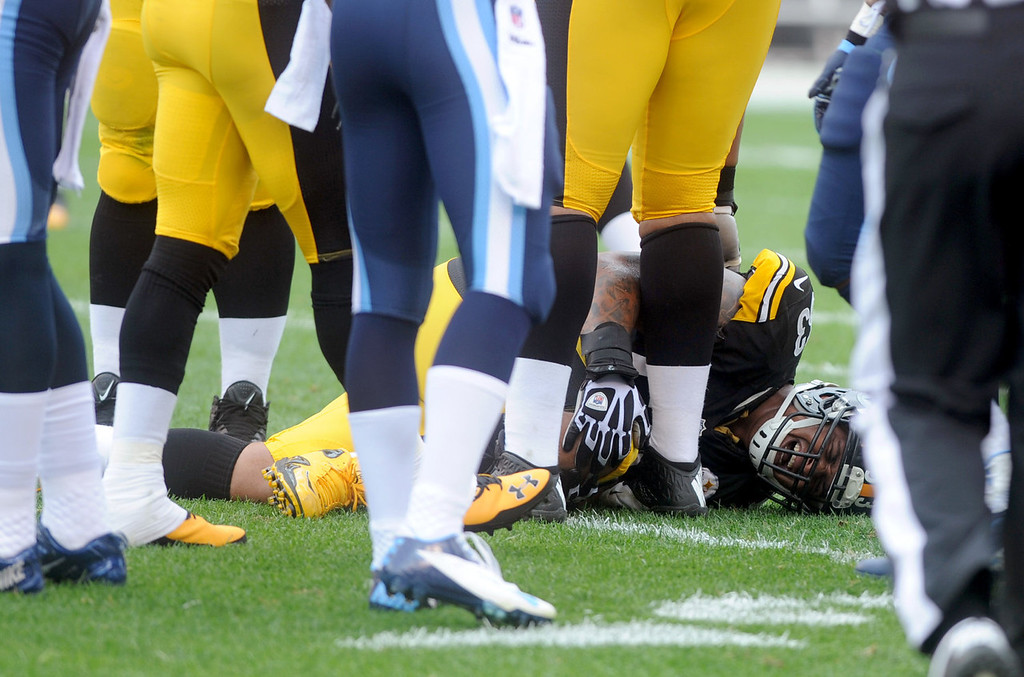 . Maurkice Pouncey #53 of the Pittsburgh Steelers grabs his leg and screams after suffering an injury during the first quarter against the Tennessee Titans at Heinz Field on September 8, 2013 in Pittsburgh, Pennsylvania. (Photo by Vincent Pugliese/Getty Images)