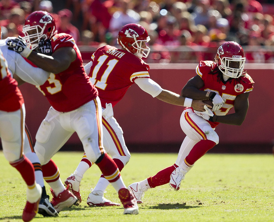. Quarterback Alex Smith #11 of the Kansas City Chiefs hands the ball off to running back Jamaal Charles #25 during the game against the Cleveland Browns at Arrowhead Stadium on October 27, 2013 in Kansas City, Missouri. (Photo by David Welker/Getty Images)