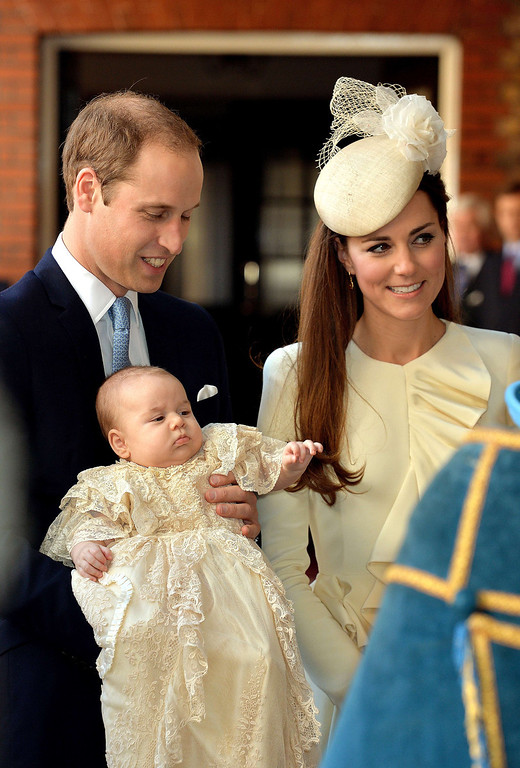 . Britain\'s Prince William, Duke of Cambridge and his wife Catherine, Duchess of Cambridge, arrive with their son Prince George of Cambridge at Chapel Royal in St James\'s Palace in central London on October 23, 2013, ahead of the christening of the three month-old prince.. AFP PHOTO/POOL/JOHN STILLWELL/AFP/Getty Images