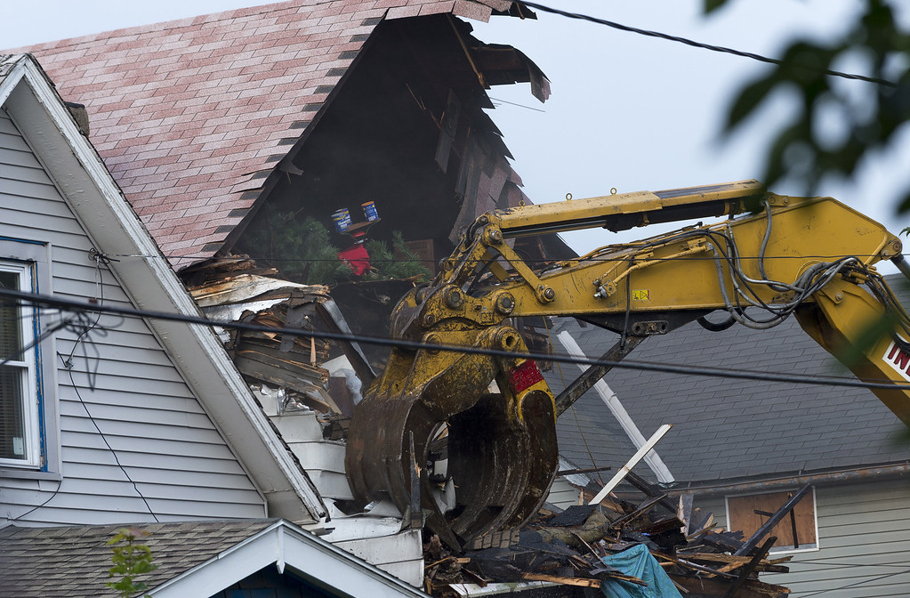 . A crane demolishes the home of Ariel Castro on August 7, 2013 in Cleveland, Ohio.  (Photo by Angelo Merendino/Getty Images)