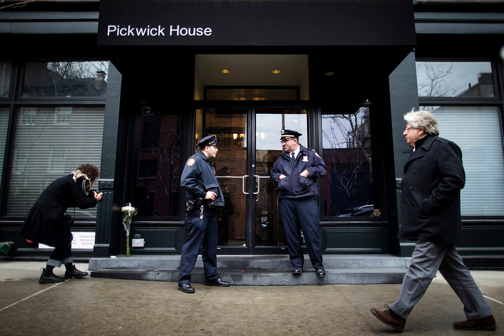 . Police stand guard outside the apartment builiding in New York Sunday, Feb. 2, 2014, where actor Philip Seymour Hoffman who was found dead.  The oscar-winning actor was found dead Sunday. (AP Photo/John Minchillo)