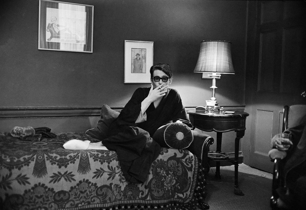 . Irish leading man Peter O\'Toole, star of Richard Brooks\' adventure \'Lord Jim\' relaxing at home on February 15, 1965.  (Photo by Bob Haswell/Express/Getty Images)