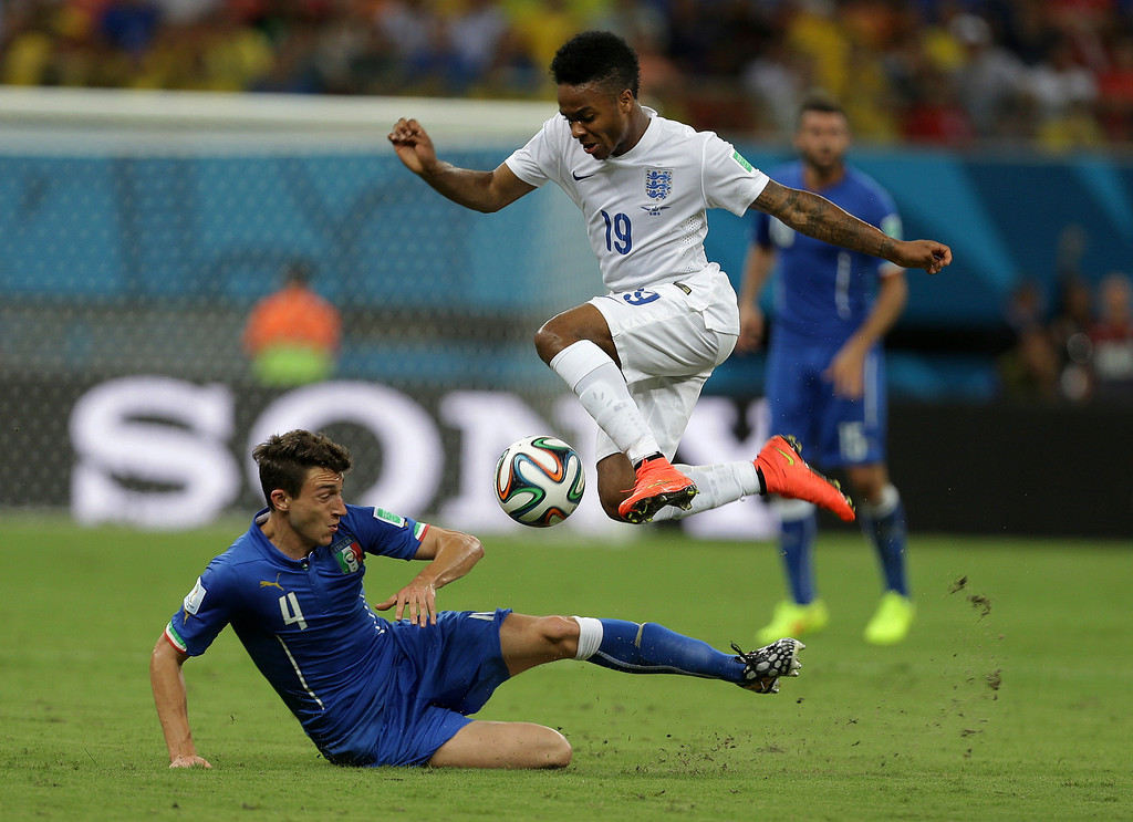 . England\'s Raheem Sterling, top, is challenged by Italy\'s Matteo Darmian during the group D World Cup soccer match between England and Italy at the Arena da Amazonia in Manaus, Brazil, Saturday, June 14, 2014. (AP Photo/Martin Mejia)