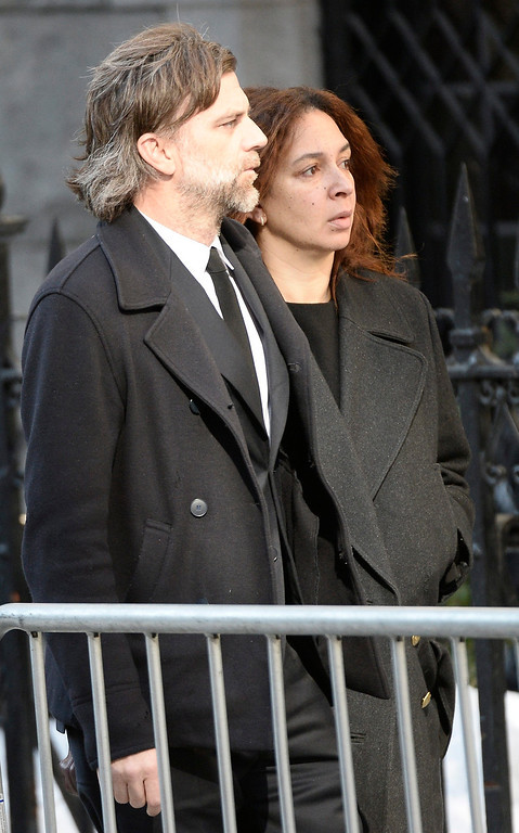. US actress Maya Rudolph (R) and her husband Paul Thomas Anderson (L) arrive for the Funeral Mass for US Actor Phillip Seymour Hoffman at St Ignatius Church in New York, New York, USA 07 February 2014. Hoffman, 46, died 02 February from a suspected drug overdose.  EPA/ANDREW GOMBERT