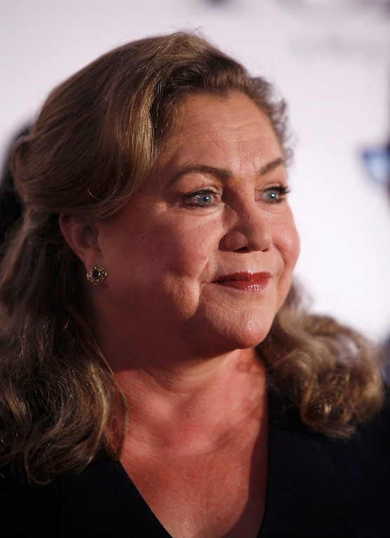 . Actress Kathleen Turner arrives to the American Theatre Wing\'s annual Tony Awards in New York June 9, 2013. REUTERS/Carlo Allegri