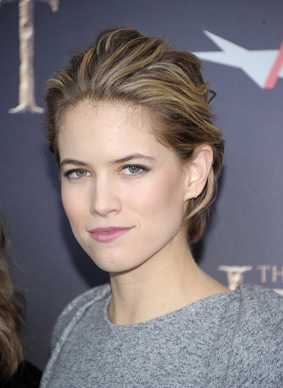 ". Cody Horn attends ""The Hobbit: An Unexpected Journey\"" New York Premiere Benefiting AFI at Ziegfeld Theater on December 6, 2012 in New York City.  (Photo by Michael Loccisano/Getty Images)"