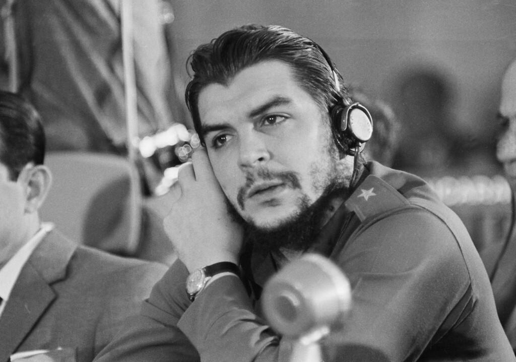 ". Cuba\'s Ernesto \""Che\"" Guevara listening to the speech of  the Brazilian delegate, at the Inter- American Economic and Social Conference at Punta del Este, Uruguay on August 8, 1961.  (AP Photo/Franco Mattiolo)"