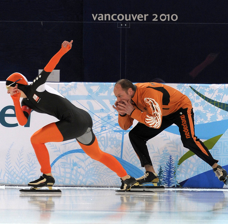 . Netherlands\' Ireen Wust performs in the Ladies\' speedskating 1000m race at the Richmond Olympic Oval in Richmond outside Vancouver during the 2010 Winter Olympics on February 18, 2010. AFP PHOTO DDP DAVID HECKER