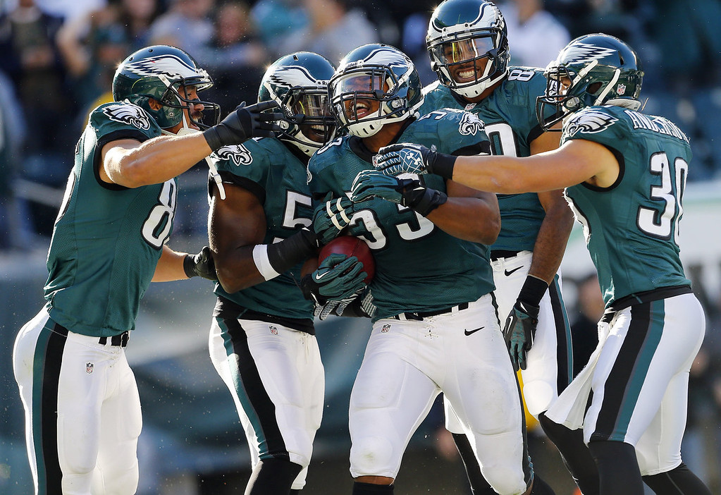 . Najee Goode #53 of the Philadelphia Eagles celebrates his touchdown on a fumble recovery with teammates James Casey #85, Emmanuel Acho #51, B.J.Cunningham #89 and safety Colt Anderson #30 during the fourth quarter after the snap sailed over the head of punter Steve Weatherford #5 of the New York Giants in a game at Lincoln Financial Field on October 27, 2013 in Philadelphia, Pennsylvania. The Giants defeated the eagles 15-7. (Photo by Rich Schultz /Getty Images)