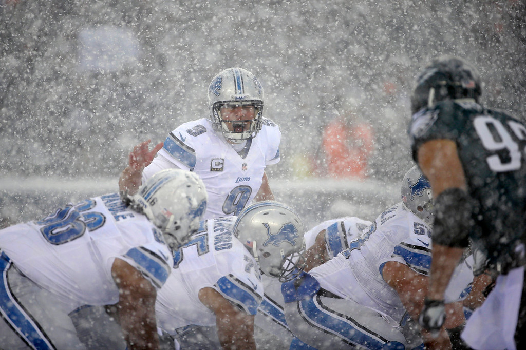 . Detroit Lions\' Matthew Stafford yells to his team during the first half of an NFL football game against the Philadelphia Eagles, Sunday, Dec. 8, 2013, in Philadelphia. (AP Photo/Matt Rourke)