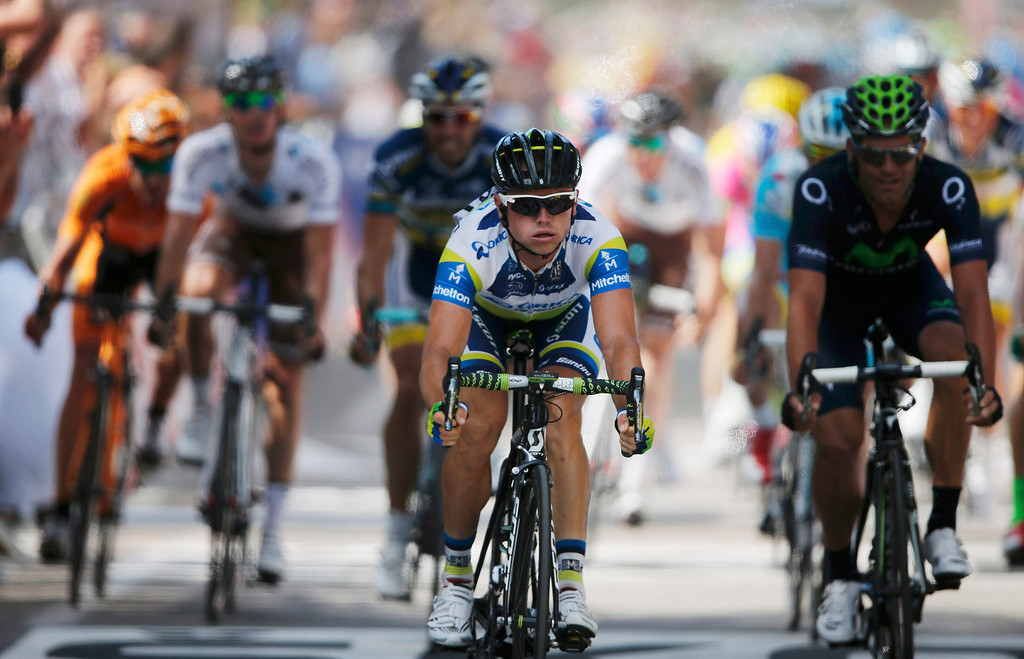 . Orica Greenedge team rider Simon Gerrans (C) of Australia crosses the finish line to win the 145,5 km third stage of the centenary Tour de France cycling race from Ajaccio to Calvi, on the French Mediterranean island of Corsica July 1, 2013.  REUTERS/Benoit Tessier