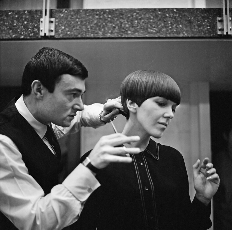 . Clothes designer Mary Quant, one of the leading lights of the British fashion scene in the 1960\'s, having her hair cut by another fashion icon, hairdresser Vidal Sassoon.   (Photo by Ronald Dumont/Getty Images)