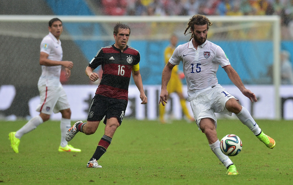 . US midfielder Kyle Beckerman (R) and Germany\'s defender Philipp Lahm (C) vie for the ball during a Group G football match between US and Germany at the Pernambuco Arena in Recife during the 2014 FIFA World Cup on June 26, 2014. AFP PHOTO / NELSON  ALMEIDA/AFP/Getty Images
