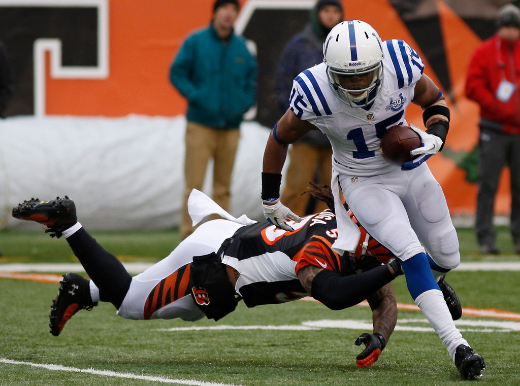 . Indianapolis Colts wide receiver LaVon Brazill (15) avoids a tackle by Cincinnati Bengals middle linebacker Rey Maualuga on his way to a 19-yard touchdown after catching a pass in the second half of an NFL football game, Sunday, Dec. 8, 2013, in Cincinnati. (AP Photo/David Kohl)